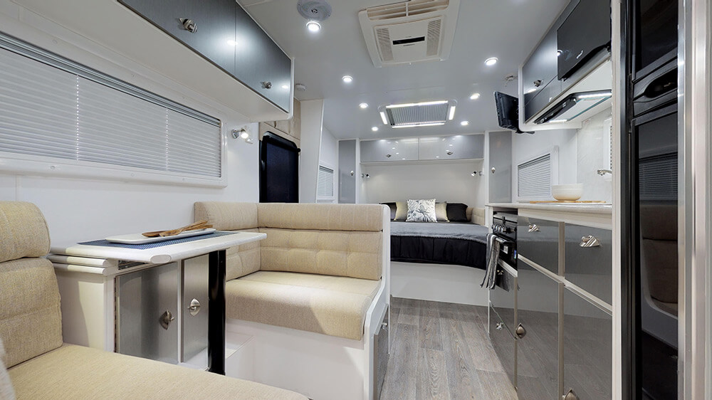 17ft Royal Tourer CF17 - internal photo 14
