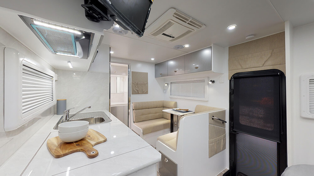 17ft Royal Tourer CF17 - internal photo 5