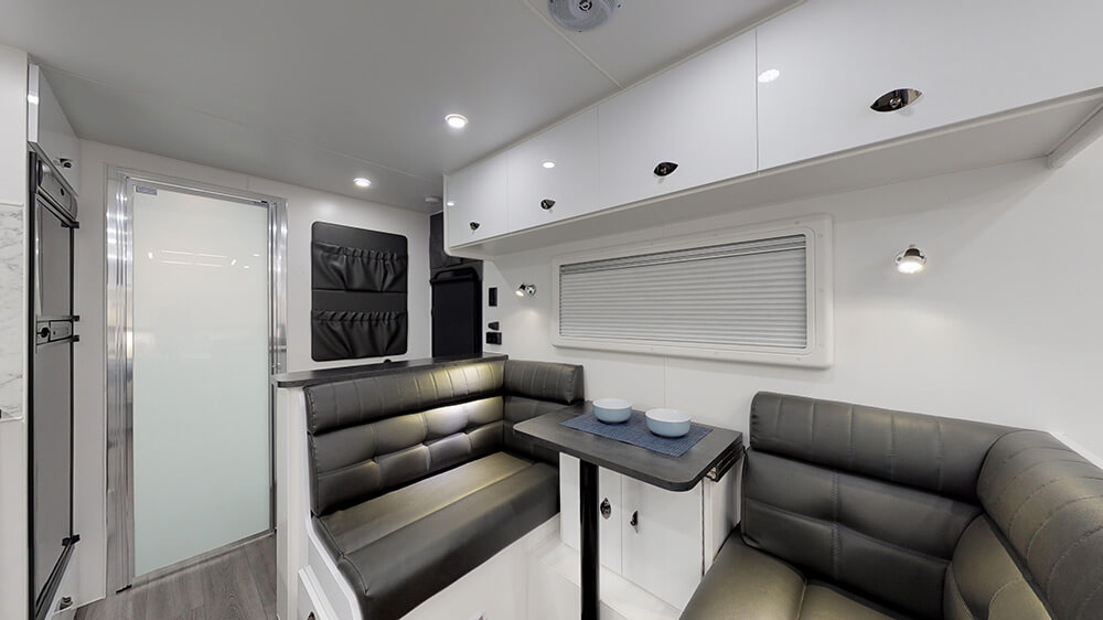 20ft Royal Tourer CF20 B - internal photo 3