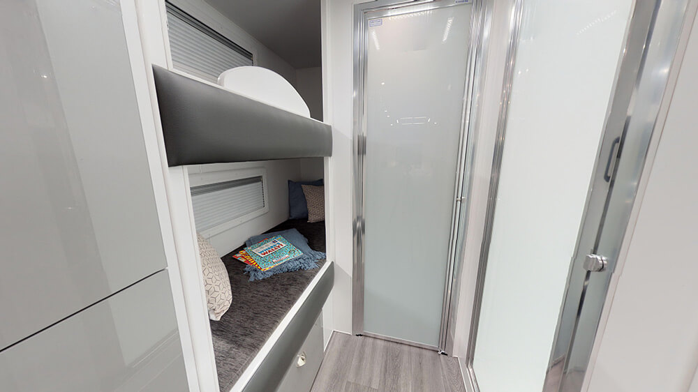 22ft Discoverance DT19 B - internal photo 19